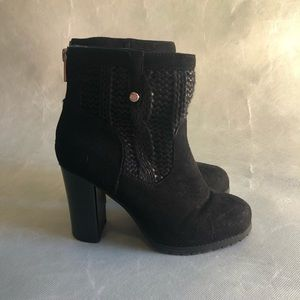 3/$20 Juicy Couture Quilted Boots